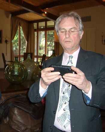 Richard Dawkins with his iPhone