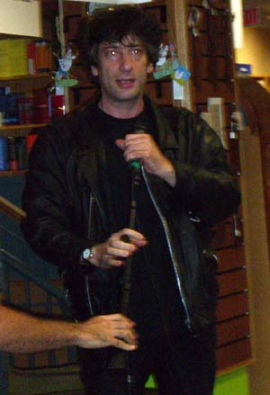 Neil Gaiman at Book People in 2005
